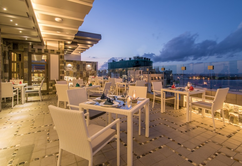 Samann Grand, Malé, Outdoor Dining