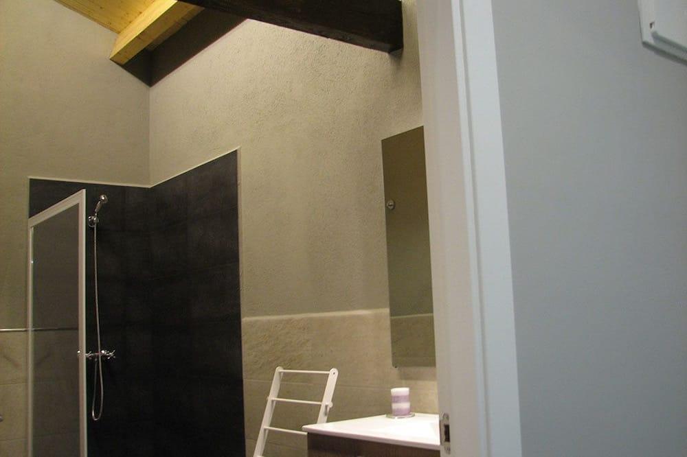 Twin Room, 2 Single Beds - Bathroom