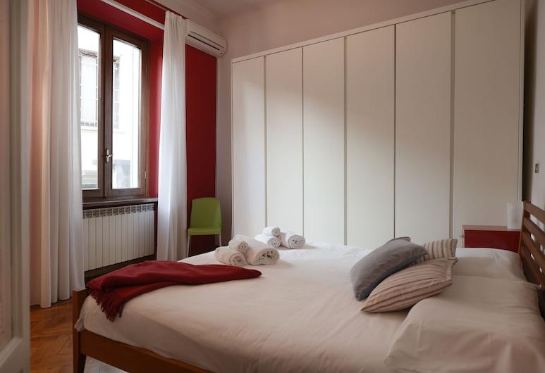 Maroncelli - Spacious flat with 2 balconies, close to Garibaldi station, Μιλάνο, Δωμάτιο