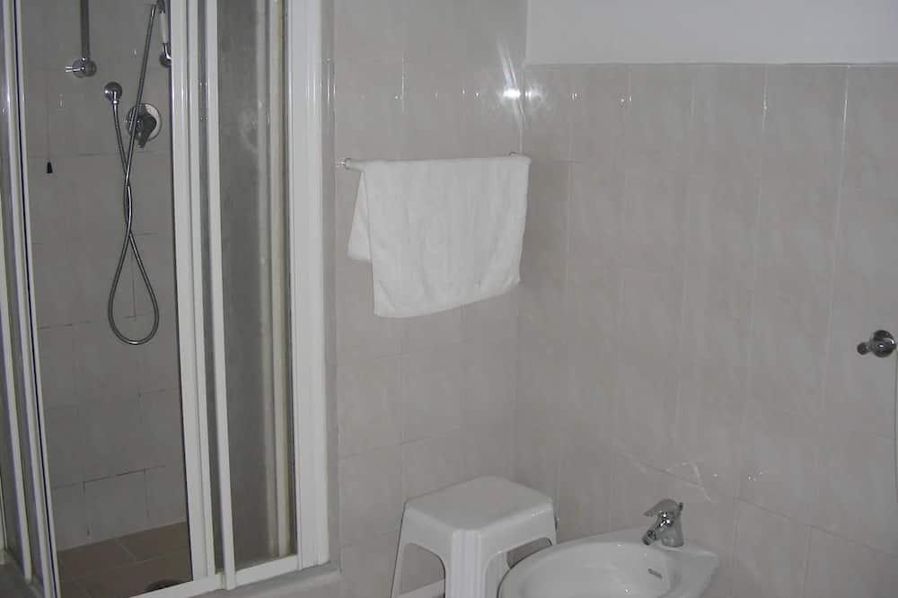 Pokój dwuosobowy z 1 lub 2 łóżkami, prywatna łazienka (External) - Łazienka