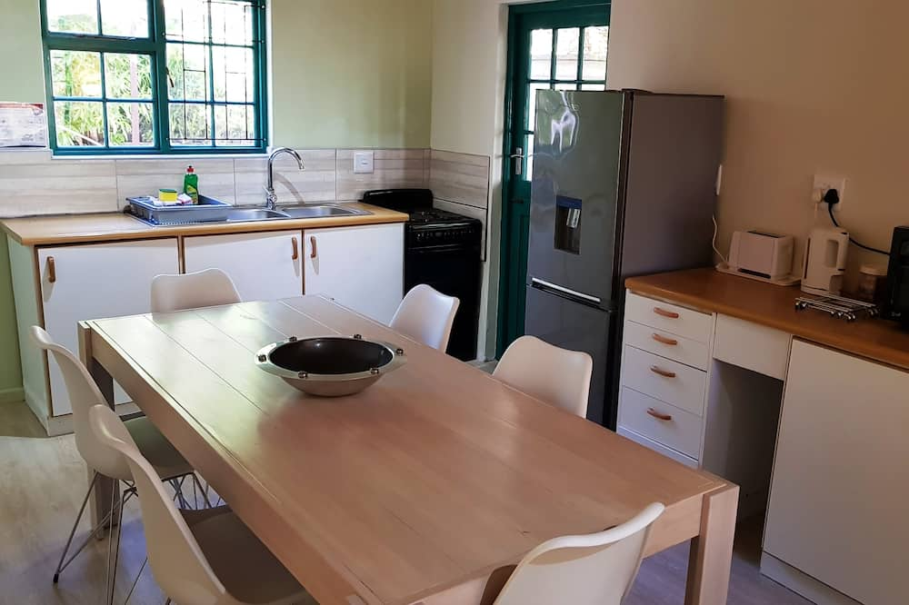 Family House, Multiple Beds, Non Smoking - In-Room Dining