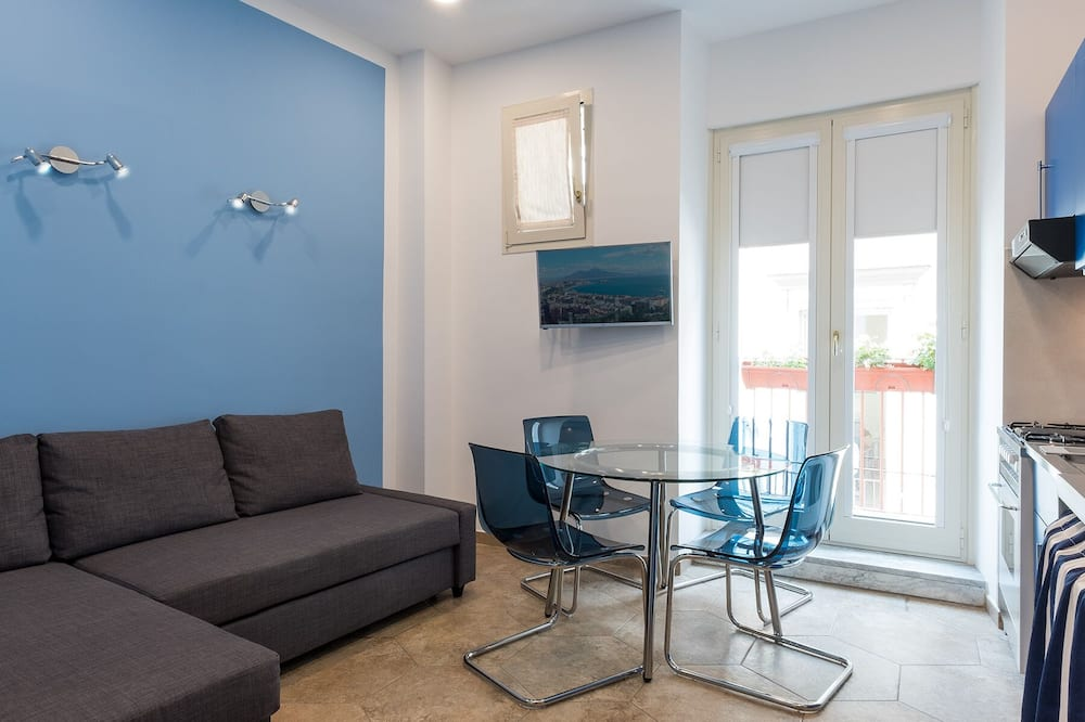 Luxury Apartment, Multiple Bedrooms, Non Smoking - Living Area