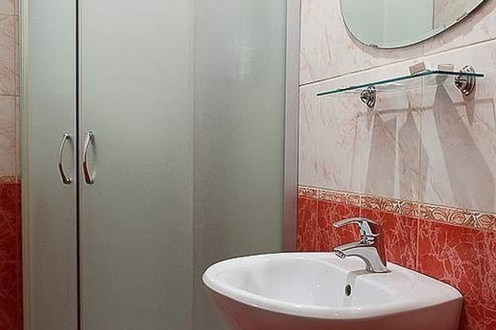 Standard-dobbeltværelse - 1 kingsize-seng - ikke-ryger - Bruser på badeværelset