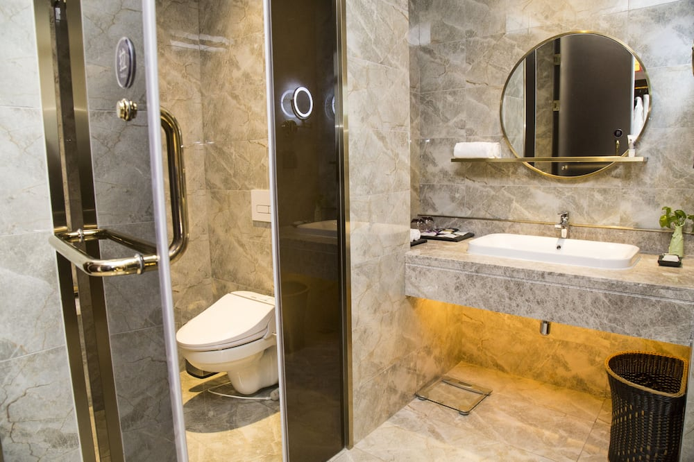 Executive Room, 1 King Bed - Bathroom Shower