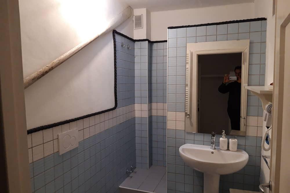 Classic Double or Twin Room (Scirocco) - Bathroom