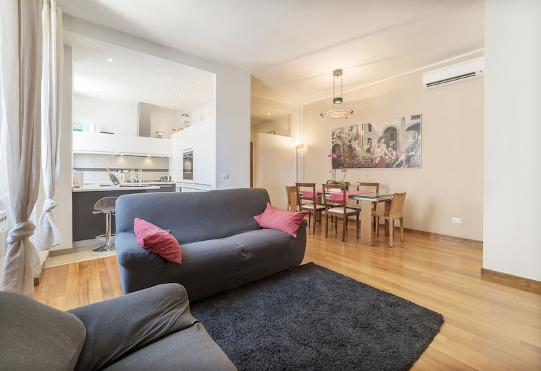 Colosseo & Colle Oppio Charming Apartment, Rome