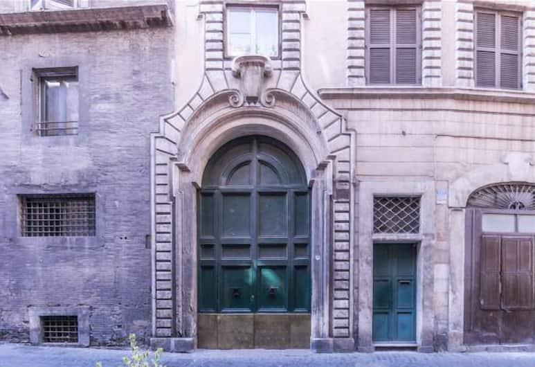 Monserrato Historical Home, Rome