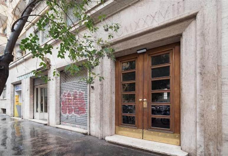 San Pietro Roomy Flat, Rom, Overnatningsstedets indgang