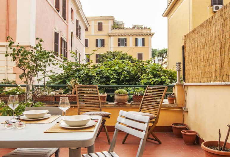 Appio Latino Terrace Apartment, Roma