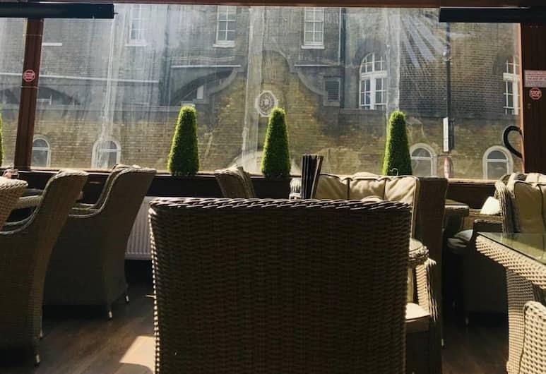 Tourian Lounge Hotel, London, Dining