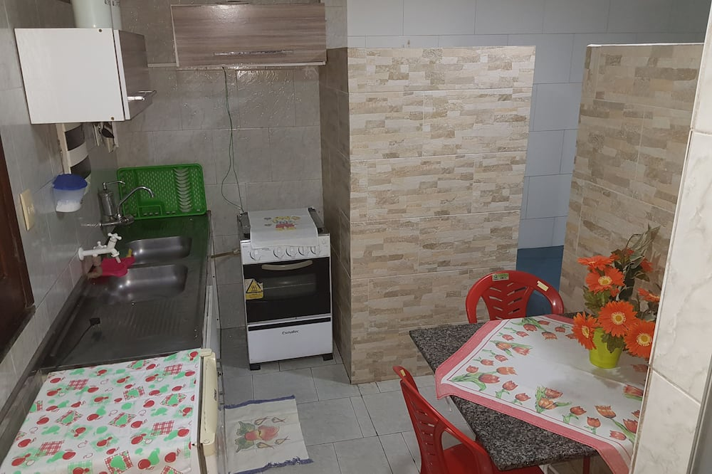 Traditional Studio, Multiple Beds, Kitchenette - In-Room Dining