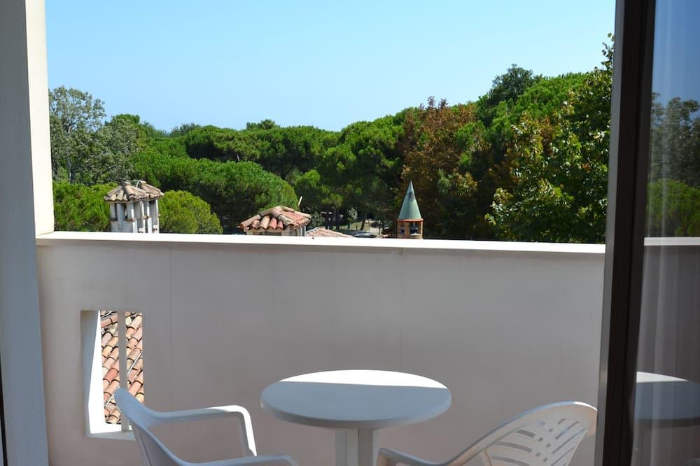 Pokój dwuosobowy z 1 lub 2 łóżkami, częściowy widok na morze - Z widokiem na balkon