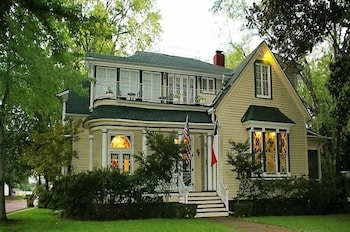 Picture of Woldert-Spence Manor in Tyler