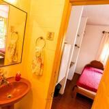 סוויטת סטנדרט, מיטה זוגית, ללא עישון - כיור בחדר הרחצה