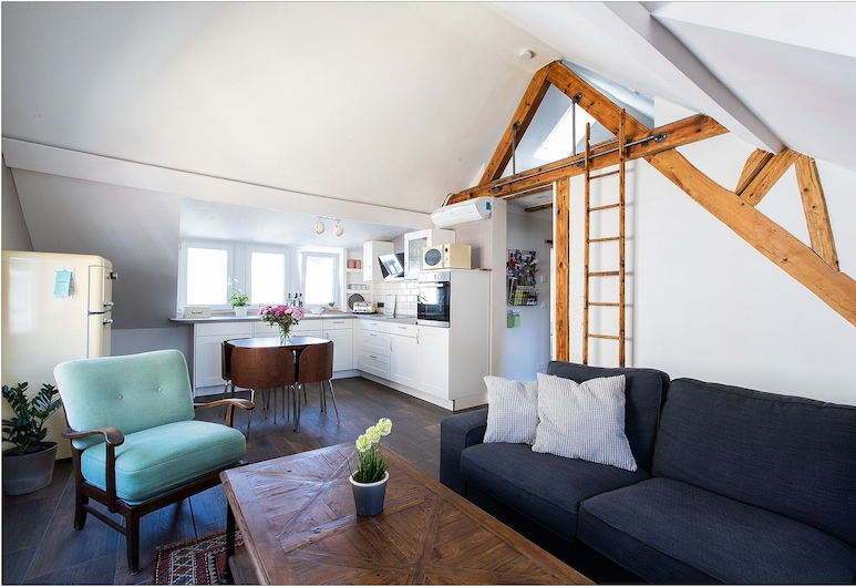 Apartment Milo: 3 Room Attic Apartment, Air-conditioned and Close to the City, Koblenz