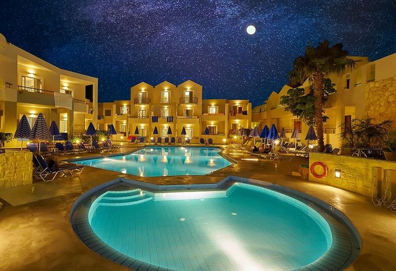 Bella Pais, Platanias, Hotellfasad - kväll