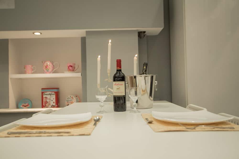 Luxury Studio, 1 Bedroom, Terrace, Sea View - In-Room Dining