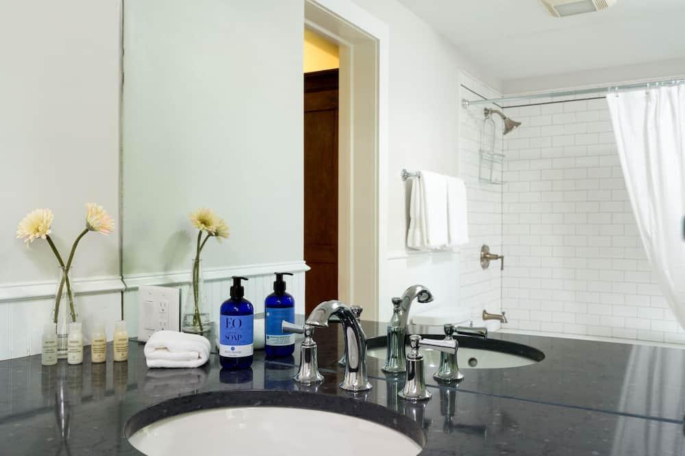 Hillcrest - 浴室