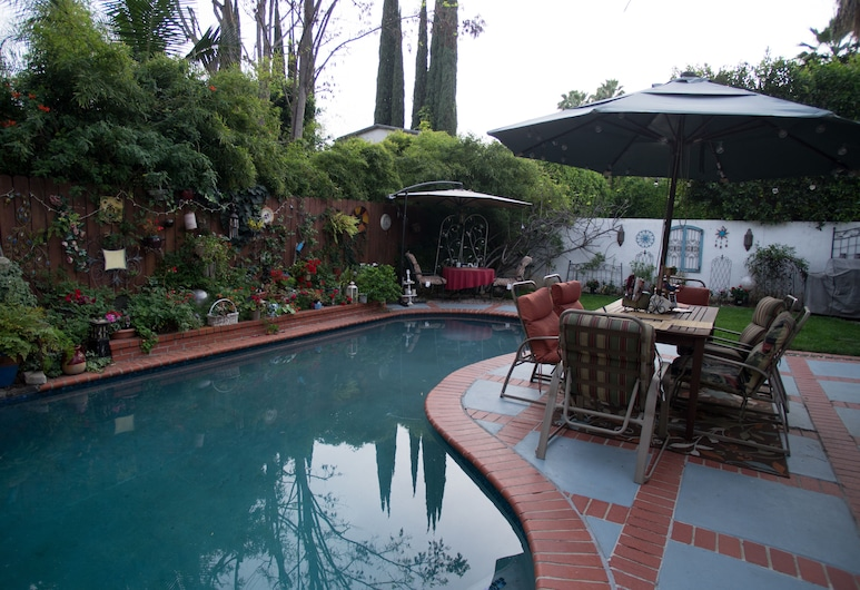 Life is Good Bed and Breakfast, Sherman Oaks, Pool