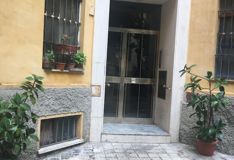 Casa del Ferroviere , Rom, Hotellets facade