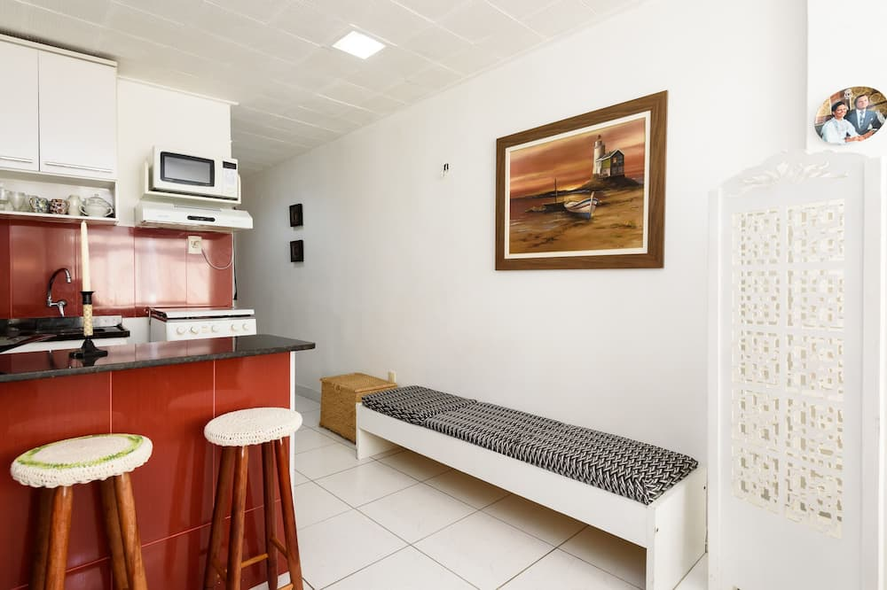 Apartment, 1 Double Bed, Non Smoking - Living Room