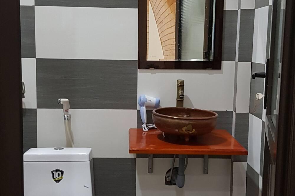 Chambre Triple, vue jardin - Salle de bain