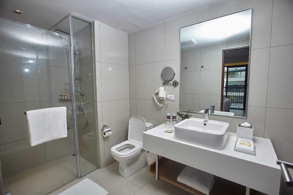 Deluxe King Room Only - Bathroom