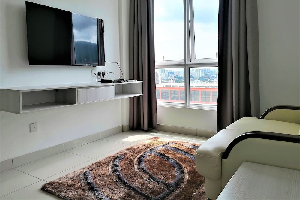 Family Suite, 1 Bedroom, Non Smoking - Living Room
