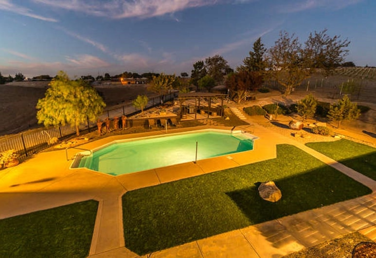 High Ridge Manor, Paso Robles, Premium Chalet, Ensuite, Vineyard View (Hacienda de Suenos), Pool