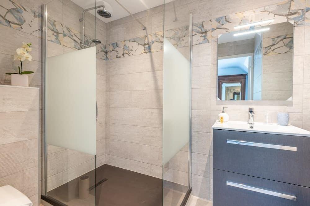 Double Room, 1 King Bed - Bathroom