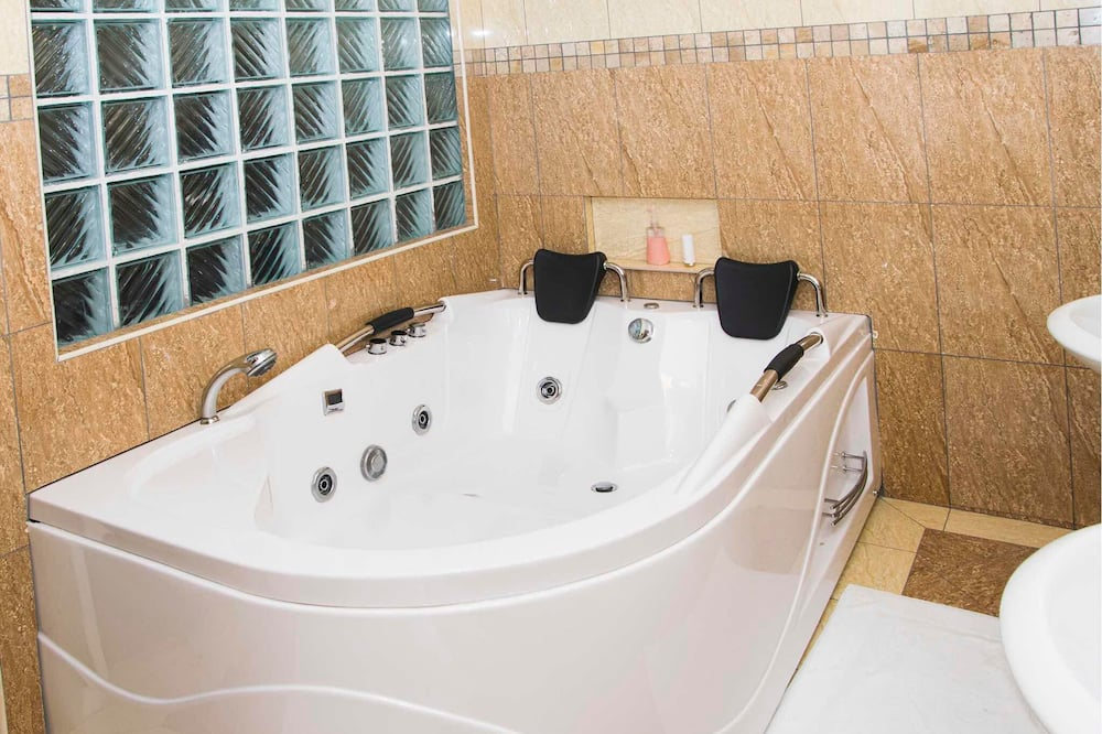 Royal Suite, 1 King Bed, Non Smoking - Bathroom