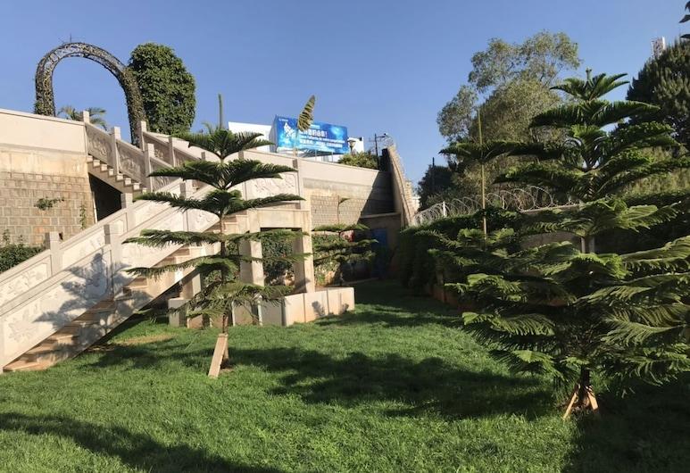 Nova Hotel, Antananarivo, Jardín
