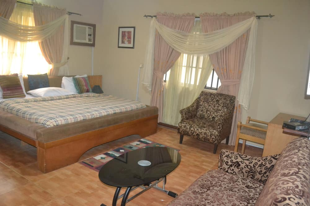 Business Suite, 1 Queen Bed, Non Smoking - Guest Room