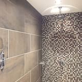 Luxus szoba kétszemélyes ággyal, fürdőszobával, kilátással a kertre - Fürdőszoba