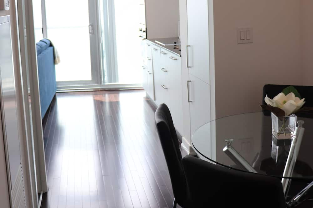 Apartmán typu City, 1 veľké dvojlôžko s rozkladacou sedačkou, bezbariérová izba - Obývacie priestory