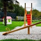 Obszar zabaw dla dzieci — na zewnątrz