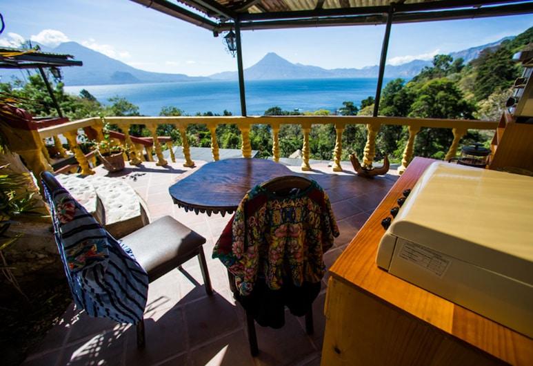 Jenna's River Bed & Breakfast, Panajachel, Deluxe Yurt, Lake view, 1 queen bed (Quetzal), Terrass