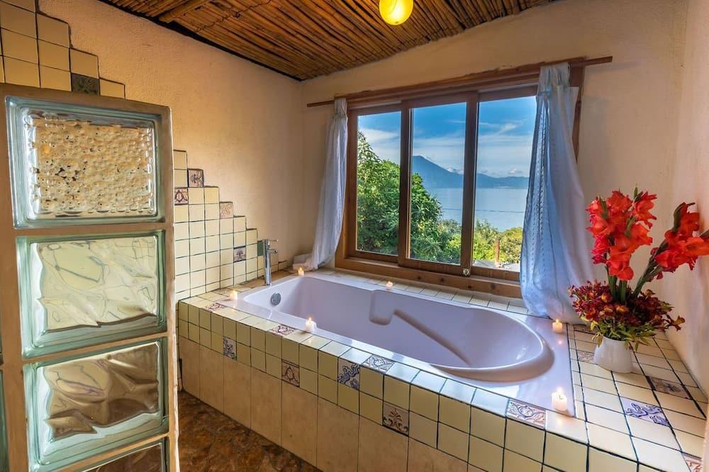 Deluxe Yurt, Lake view, 1 queen bed (Iguana) - Bathroom