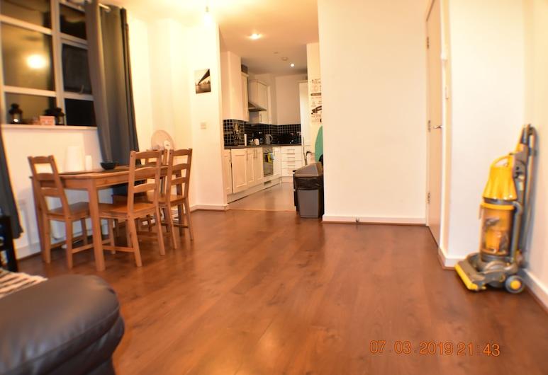 Brook Court Barking, Barking, Apartment, 2 Bedrooms, Living Area