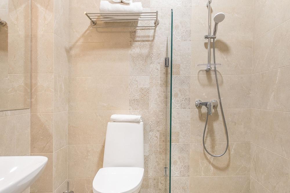 標準雙床房, 城市景 - 浴室
