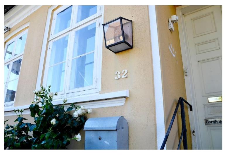 Holiday flat in the center of Svaneke, Svaneke, Property entrance