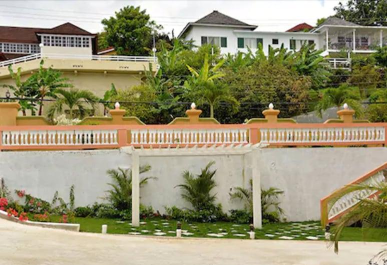 Basileia Palace, Montego Bay, Garden