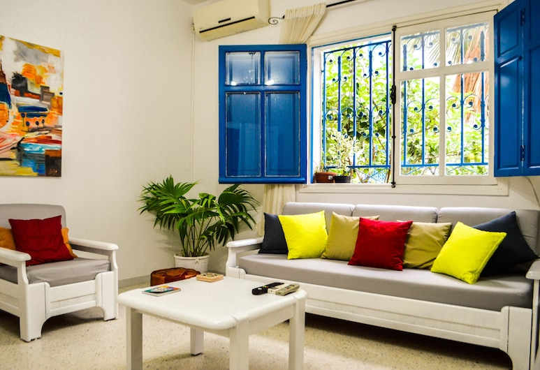 Cosy S2 Apartment in Sidi Bou Said, Sidi Bou Said, Departamento Deluxe, Varias camas, con acceso para silla de ruedas, para no fumadores, Habitación