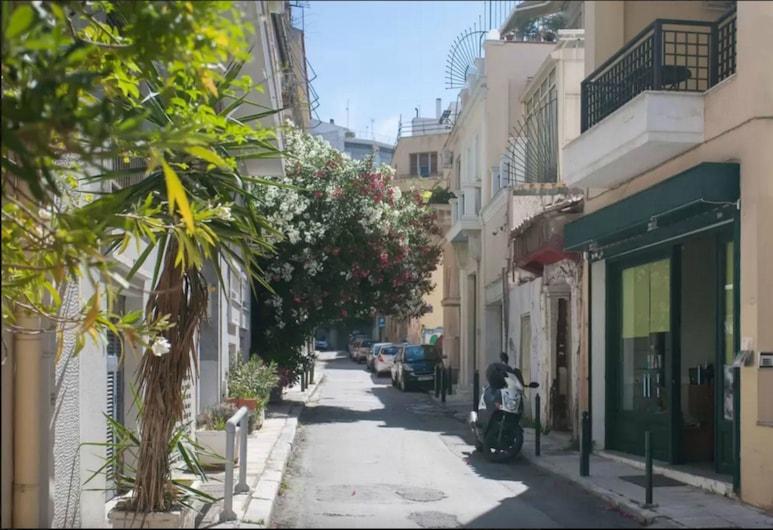 Κάτω από την Ακρόπολη, στην καρδιά της Πλάκας, Αθήνα