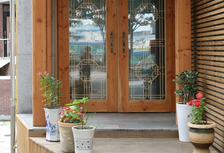 Wansangol Guesthouse, Jeonju, Entrada del hotel