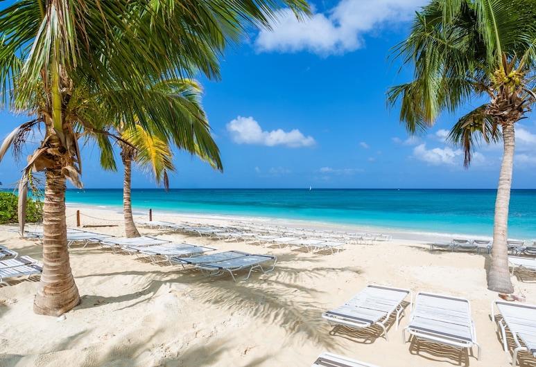 開曼別墅松島飯店, 七哩海灘, 海灘