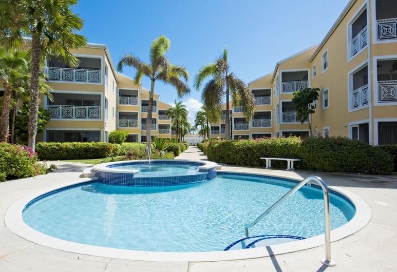 Regal Beach Club by Cayman Villas, หาดเซเว่นไมล์