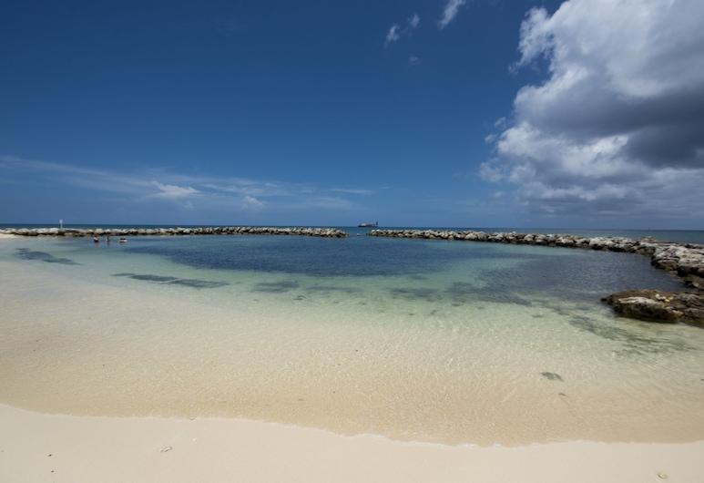 Sunset Cove by Cayman Villas, Seven Mile Beach, Strand
