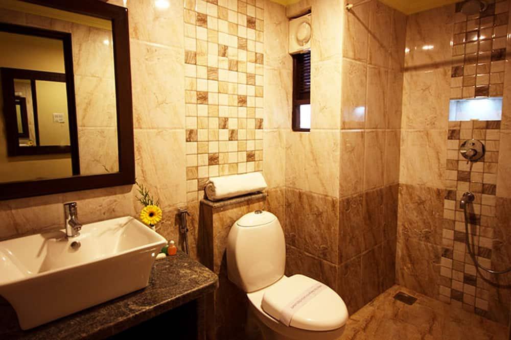 Standartinio tipo dvivietis kambarys, 1 labai didelė dvigulė lova, Nerūkantiesiems - Vonios kambarys