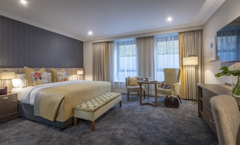Enter your dates to get the best Limerick hotel deal